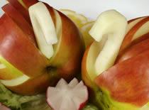 Jak zrobić łąbędzia z jabłka