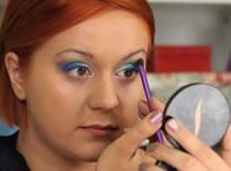 Jak używać błękitu w makijażu