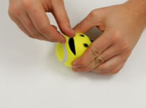 Jak zrobić użytek z piłki tenisowej - skarbonka na drobne