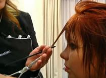 Jak wykonać farbowanie włosów z blondu na mahoń