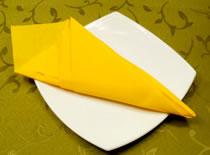 Jak ozdobić stół - składanie serwetek w rożek z kieszonkami