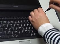 Jak wymienić klawiaturę w laptopie Toshiba A100 i A105