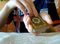 Jak wykonać trik z szukaniem i znikaniem karty widza