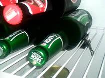 Jak wykorzystać klamrę biurową do ułożenia piwa w lodówce