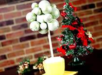 Jak zrobić drzewko z bombek świątecznych