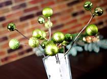 Jak robić ozdoby świąteczne - gałązki z bombkami