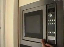 Jak wyczyścić kuchenkę mikrofalową za pomocą cytryny