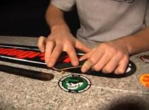 Jak wykonać BS Pop Shove It - szkoła fingerboard