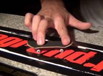 Jak wykonać Nollie and Switch Kickflip - szkoła fingerboard
