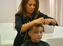 Jak uczesać włosy - fryzura na sylwestra