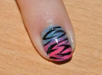 Jak zrobić niebiesko różowe paznokcie z motywem zebry