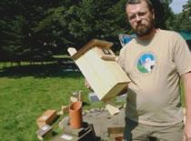 Jak zbudować skrzynkę lęgową dla ptaków z drewna