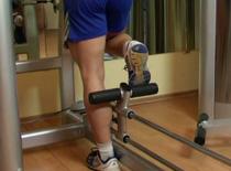 Jak wykonywać ćwiczenia na nogi - wypychanie nogi w tył