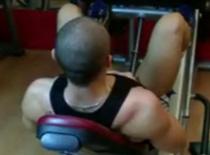 Jak wykonywać ćwiczenia na nogi - wypychanie na suwnicy