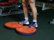 Jak wykonywać ćwiczenia na nogi - wspięcia na palce stojąc