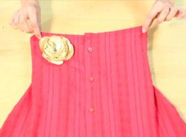 Jak zamienić starą koszulę w elegancką sukienkę
