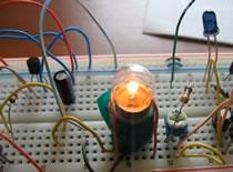 Jak zrobić mrugającą żarówkę sterowaną elektronicznie