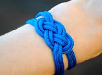 Jak zrobić bransoletkę wykorzystując węzeł marynarski
