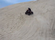 Jak nauczyć się pokonywać trawersy piaskowe quadami