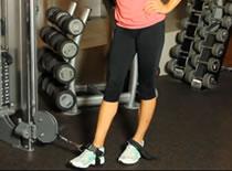 Jak wykonywać ćwiczenia nóg - przywodzenie nóg na linkach