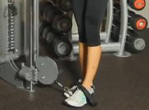 Jak wykonywać ćwiczenia nóg - odwodzenie nóg na linkach