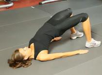 Jak wykonywać ćwiczenia brzucha - mostek biodrami