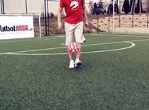 Jak nauczyć się żonglować piłką w Freestyle Football
