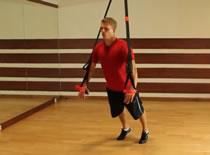 Jak ćwiczyć mięśnie klatki piersiowej - pompka na TRX