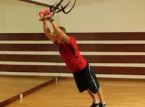 Jak ćwiczyć mięśnie ramion - prostowanie ramion na TRX