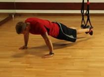 Jak wykonywać ćwiczenia brzucha - scyzoryk z TRX