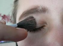 Jak korzystać z trików w makijażu