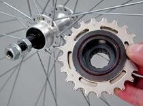 Jak zdjąć wolnobieg i kasetę w rowerze