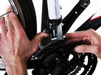 Jak wykonać montaż i regulację przedniej przerzutki