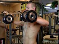 Jak robić ćwiczenia na barki - rotacja wewnętrzna ramion