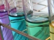 Jak otrzymać kwas solny w reakcji chemicznej