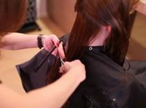 Jak wykonać strzyżenie długich włosów