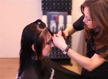 Jak wykonać fryzurę z grzywką na włosach średniej długości