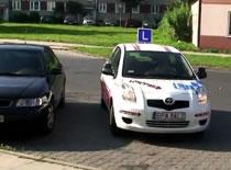 Jak zdać egzamin praktyczny - parkowanie skośne