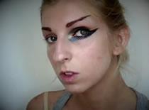 Jak zrobić artystyczny makijaż - Anja Rubik z Numero