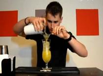 Jak zrobić drinka - wódka, gin i owoce