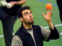 Jak wykonać żonglerkę kontaktową - Szkoła Kuglarstwa V