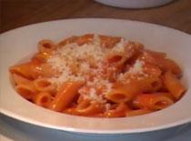 Jak zrobić penne z szybkim sosem pomidorowym