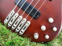 Jak zbudować gitarę basową #4 - Łączenie korpusu z gryfem