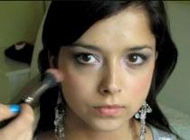 Jak zrobić fioletowe smokey eyes przy małych oczach