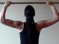 Jak ćwiczyć mięśnie najszerszych grzbietu na drążku