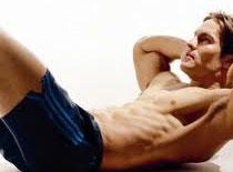 Jak wykonać hybrydowe ćwiczenie na mięśnie brzucha i grzbietu