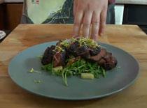 Jak zrobić smaczną gęś #5 - pierś z gęsi na sałatce z rukoli i kiełków rzodkiewki