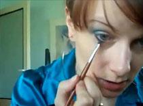 Jak zrobić makijaż turkusowy z delikatnym różem