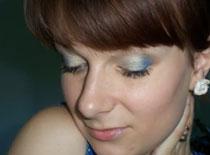 Jak zrobić chabrowy makijaż z jasnym złotem