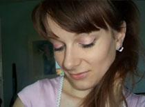 Jak zrobić delikatnie różowy makijaż z turkusowym akcentem
